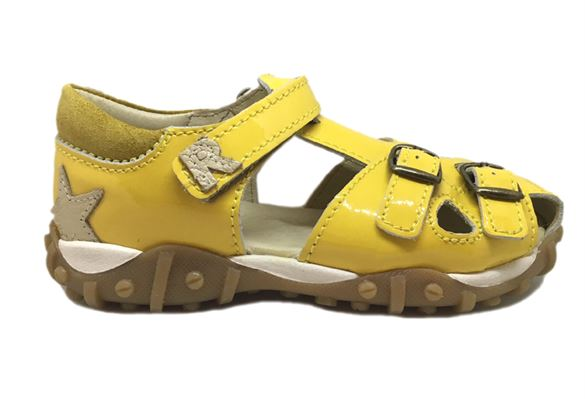 Image of   Arautorap (RAP) sandal med tårem og lukket hæl, gul lak